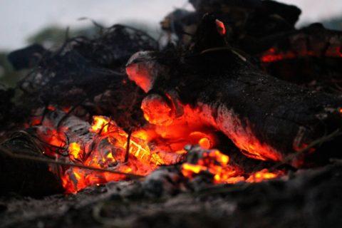 焚き火のイメージ画像